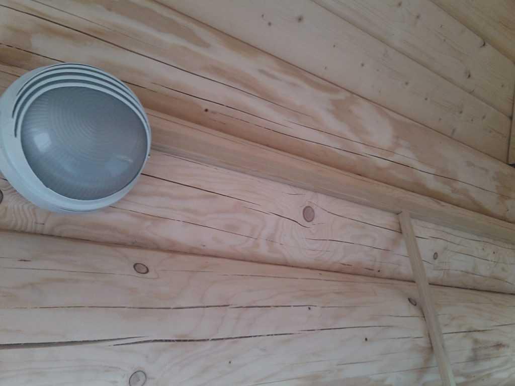 Установка светильника в деревянном доме