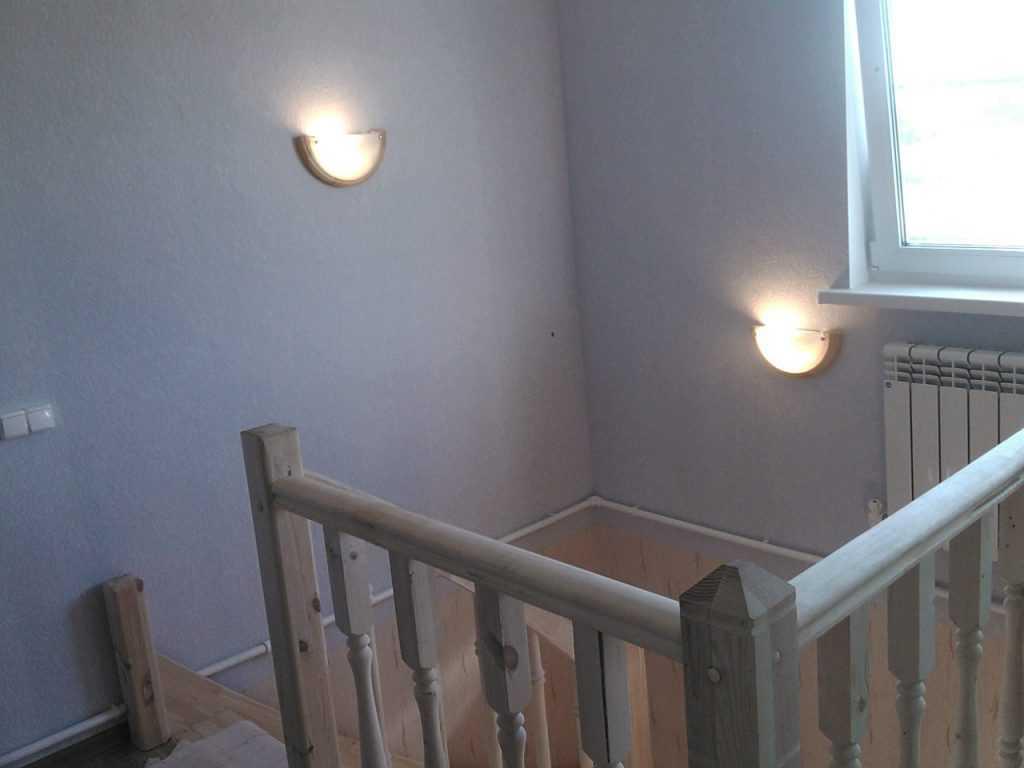 Установка светильников на лестнице